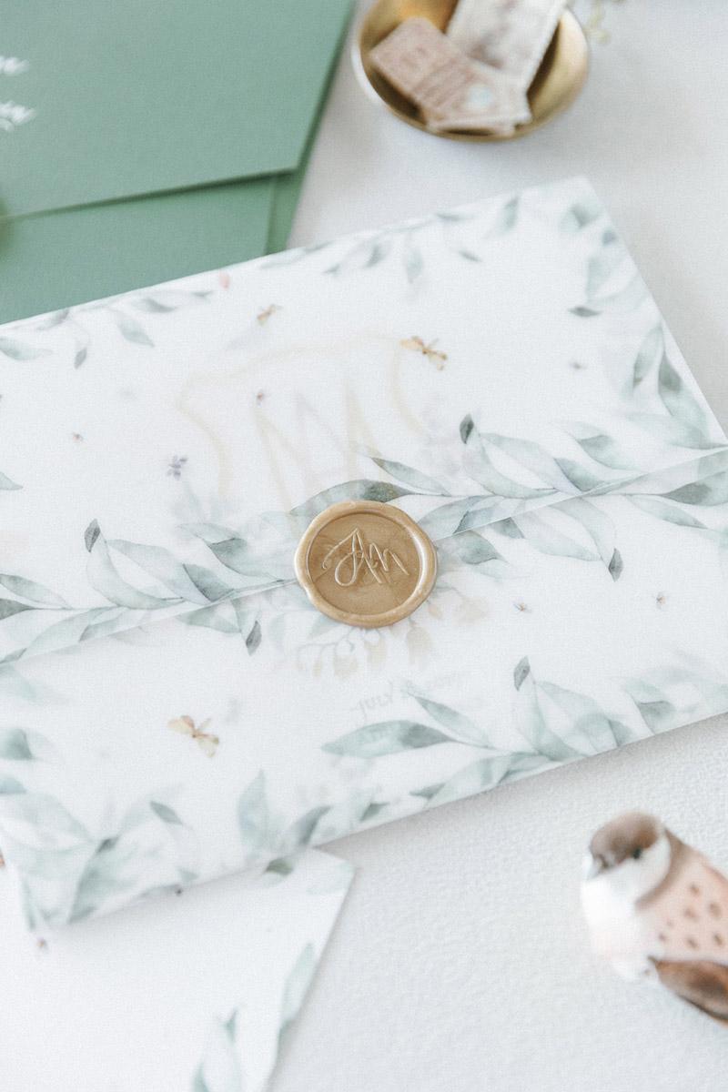 Wedding invitations greece – prosklitiria gamou – prosklisis gamou – fairytale pastels wedding - close up of floral wedding invitation with gold sealing wax