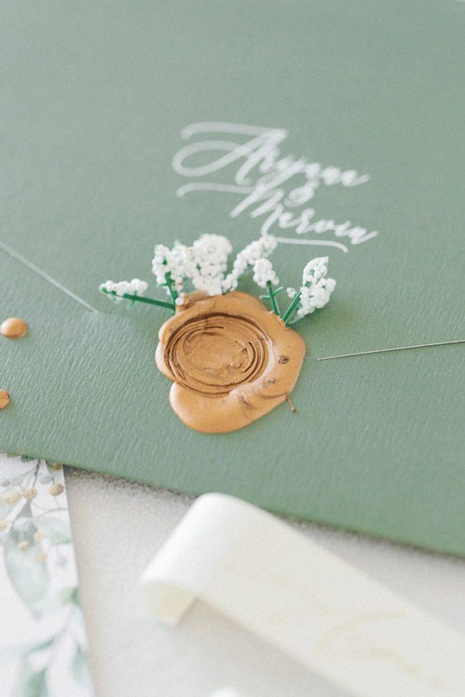 Wedding invitations greece – prosklitiria gamou – prosklisis gamou – fairytale pastels wedding - close up of sealing wax on wedding invitation